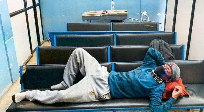 कोरोना सल्किन्छ भन्दै मिर्गौला रोगीलाई घरबेटीले निकाले, पाँच दिनदेखि अस्पतालको चिसो छिँडीमा बास